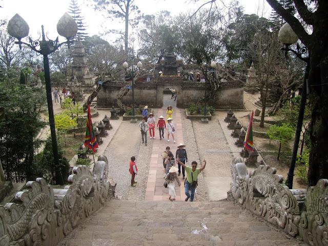 hue quang garden pagoda yen tu vietnam