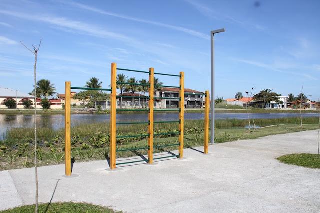 Praça Lagoa do Adriana recebe equipamentos de  exercícios instalados ao longo dos 5.700 metros da pista de caminhada