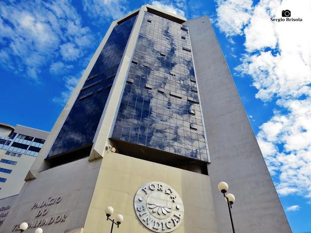 Perspectiva inferior da fachada do Palácio do Trabalhador - Liberdade - São Paulo