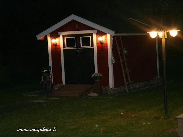 Puutarhavaja syksyn pimeys