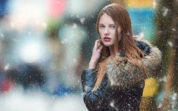Wallpaper: Blue Eyes Model - Fashion
