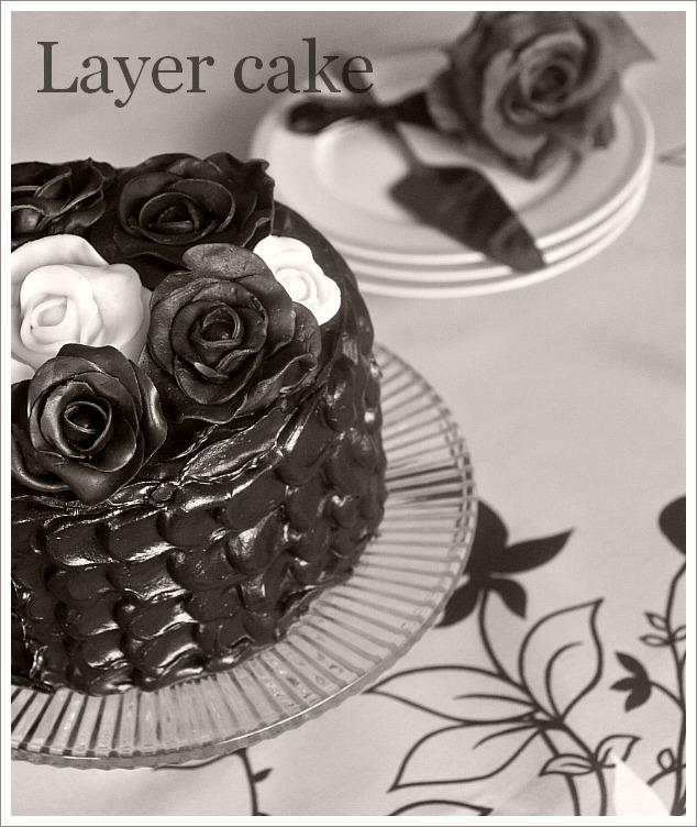 Layer Cake Au Chocolat Et Roses En Chocolat Plastique