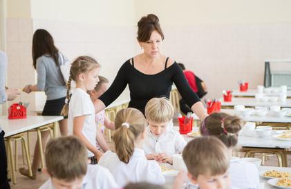 Cores de cambados educaci n resolve o contrato de - Comedores escolares xunta ...