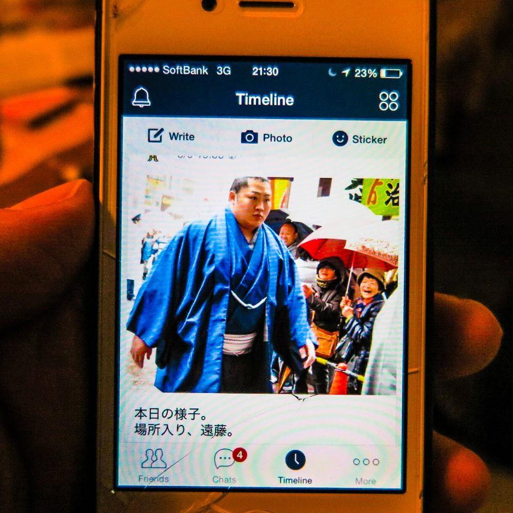 Sumo news on a LINE app timeline, Japan.