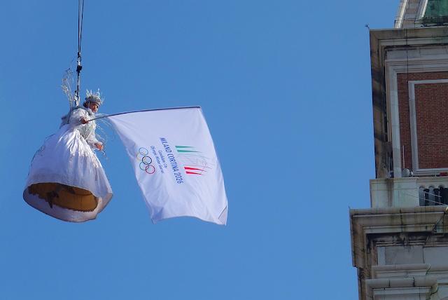 Volo dell´Aquila, Let orla spojil Benátský karneval a olympijskou kandidaturu Milána  a Cortiny