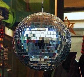 esfera-discoteca-reciclando-cds