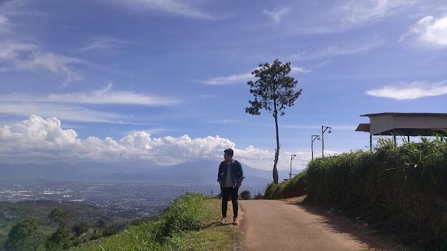 Puncak Bintang: Melihat Bandung dari Ketinggian 1.442 MDPL