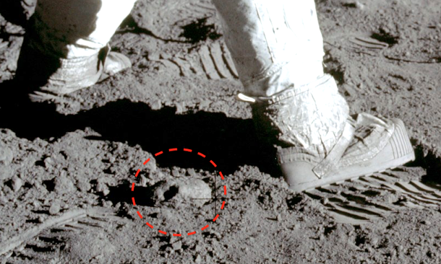 Ancient Jar Found On Earth Moon At The Feet Of Buzz Aldrin In NASA Photo Ovni%252C%2Bomni%252C%2B%25E7%259B%25AE%25E6%2592%2583%25E3%2580%2581%25E3%2582%25A8%25E3%2582%25A4%25E3%2583%25AA%25E3%2582%25A2%25E3%2583%25B3%252C%2B%2Bmoon%252C%2BUFO%252C%2BUFOs%252C%2Bsighting%252C%2Bsightings%252C%2Balien%252C%2Baliens%252C%2BET%252C%2Banomaly%252C%2Banomalies%252C%2Bancient%252C%2Barchaeology%252C%2Bastrobiology%252C%2Bpaleontology%252C%2Bspace%252C%2Bscience%252C%2B2