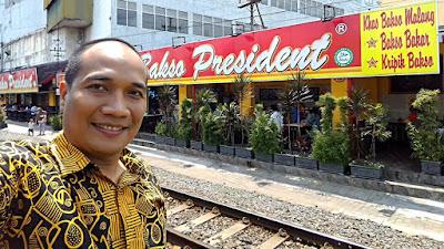 Selfie di depan Bakso President.