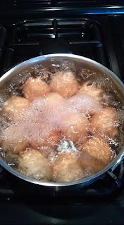 2. Les faire cuire en oeufs durs.