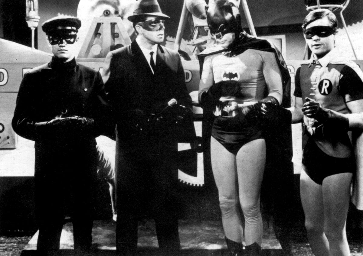 Bruce Lee como Kato, à esquerda, em uma participação especial na série do Batman