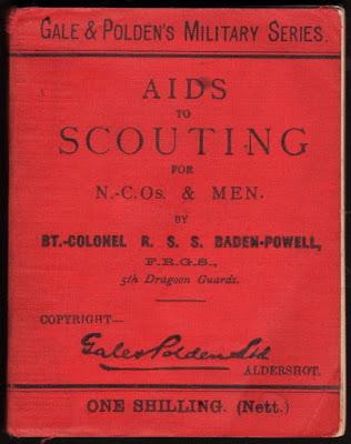Buku Aids to Scouting tulisan Baden-Powell, hasil dari pengalamannya membina para remaja agar mampu menjadi pandu yang terampil.