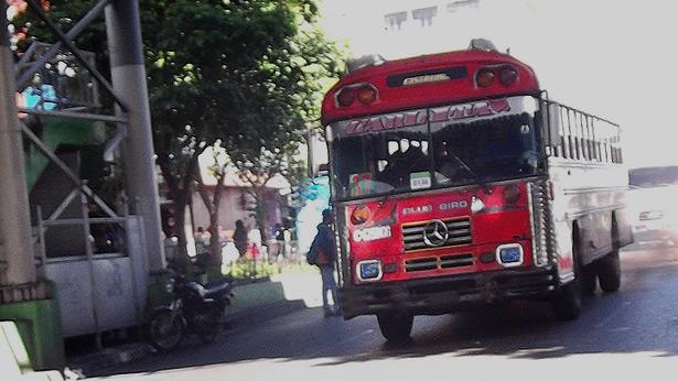 """""""vende dulces"""", extorsión en buses rojos, extorsionistas en Guatemala, transporte público Guatemala"""