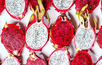 красный и белый драконий фрукт