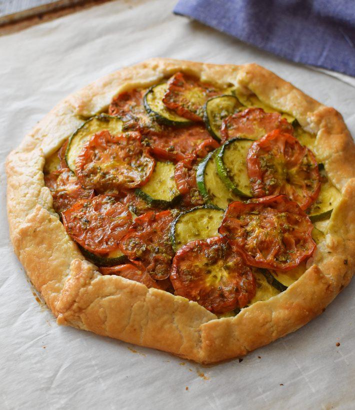 Galette de tomates y calabacín con masa quebrada casera. Receta