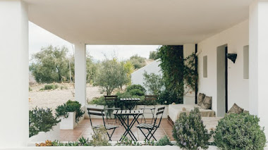 Una Casería rodeada de olivares convertida en refugio para artistas