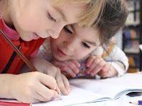 Usia Berapakah Sebaiknya Si Kecil Mulai Belajar Bahasa Inggris?