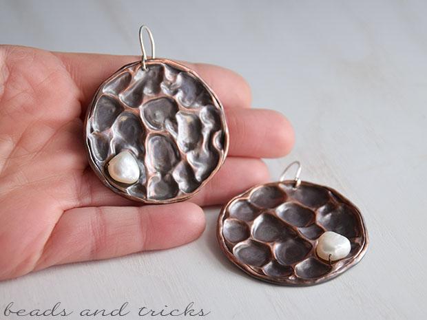 Orecchini a foldforming in rame, argento e perla