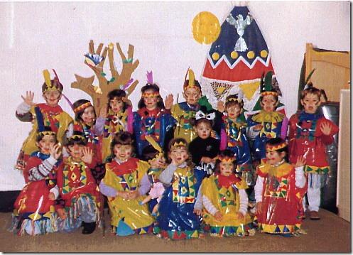 disfraz para escolares: indios con boldas de basura