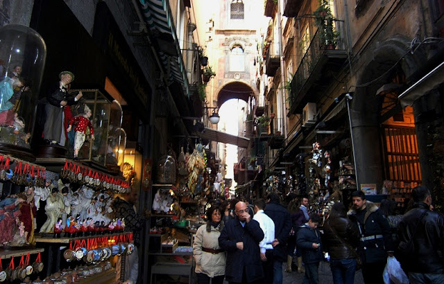 Via San Gregorio Armeno em Nápoles