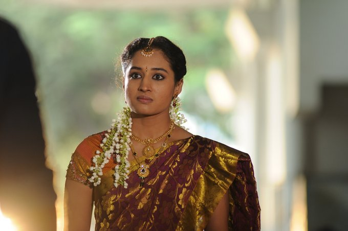 Tamil Actress Pooja Ramachandran Photos In Maroon Saree