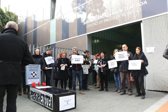 Protesta ante el centro de salud de Rontegi