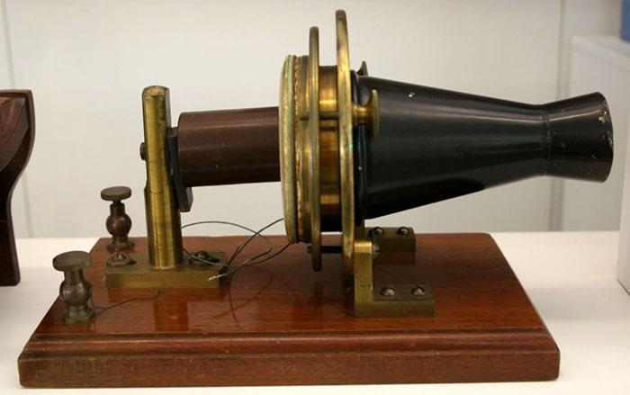 История телефона кратко: аппарат Белла