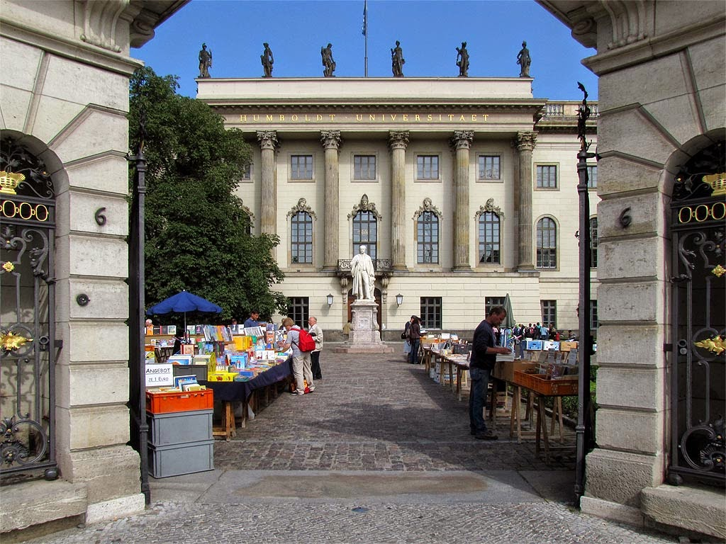 Humboldt Universität, Humboldt University, monument to Hermann von Helmholtz in background, Unter den Linden, Berlin