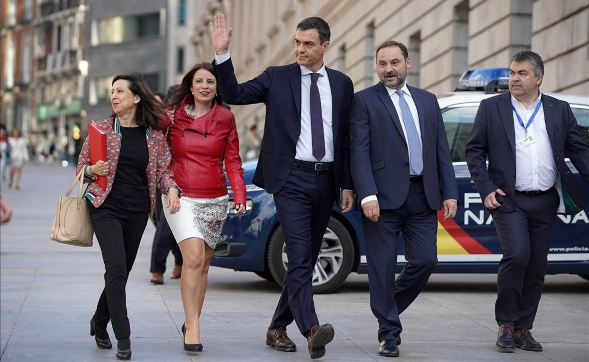 EL PERSONAJE DEL DÍA CON BEGOÑA VILA: Juan Carlos Pérez, el fontanero que denuncia a Pedro Sánchez por estafa electoral