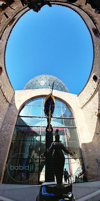 cour intérieure du musée Dali à Figuères