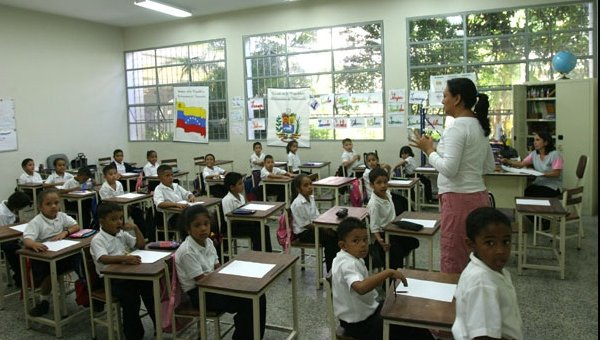 50 % de los niños en Caracas dejan de ir a clases por falta de comida