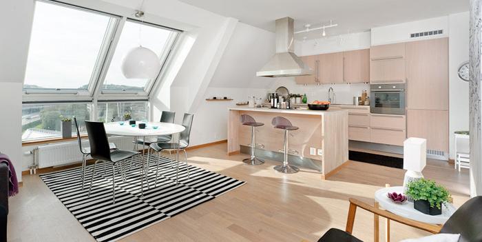 con la incorporacion de grandes aventanamientos y blanco para todos los muros y techos se lograron ambientes amplios e iluminados - Buhardillas Modernas