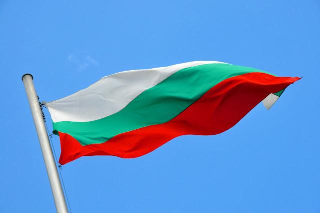 https://4.bp.blogspot.com/-Kw76aRlDLKc/WoDewYrLEHI/AAAAAAABan4/J5TFTEz90m8V_fdE2zFYpEUkgVEgg-1dACLcBGAs/s400/Bulgarian_flag_%25282%2529.jpg