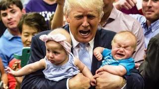 """En un primer momento, Trump se dirigió a la madre en tono afable: """"No te preocupes por el bebé. Amo a los bebés. Escucho a un bebé llorar y me gusta. Qué bebé. Qué hermoso bebé. No te preocupes, no te preocupes""""."""