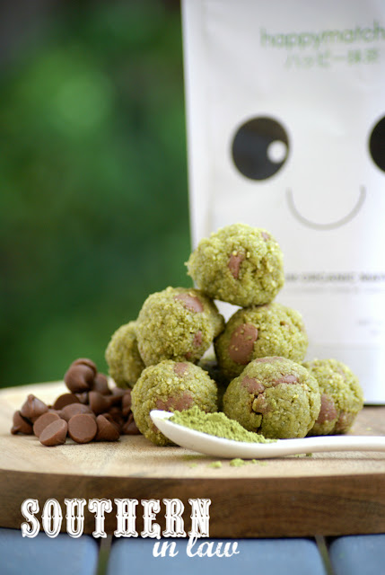 Healthy Mint Chocolate Chip Protein Bites Recipe - matcha recipes, healthy, raw, vegan, gluten free, high protein, protein balls, clean eating, sugar free