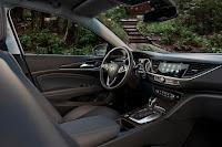 Buick Regal TourX (2018) Interior