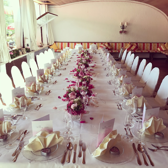 Wedding table at the lake house, Shades of pink, weddings abroard, mountain wedding at the lake, wedding, Bavaria, Germany, Garmisch, Riessersee Hotel, getting married in Bavaria, wedding planner Uschi Glas