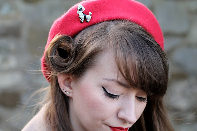 1940s hairstyle mini victory roll with beret