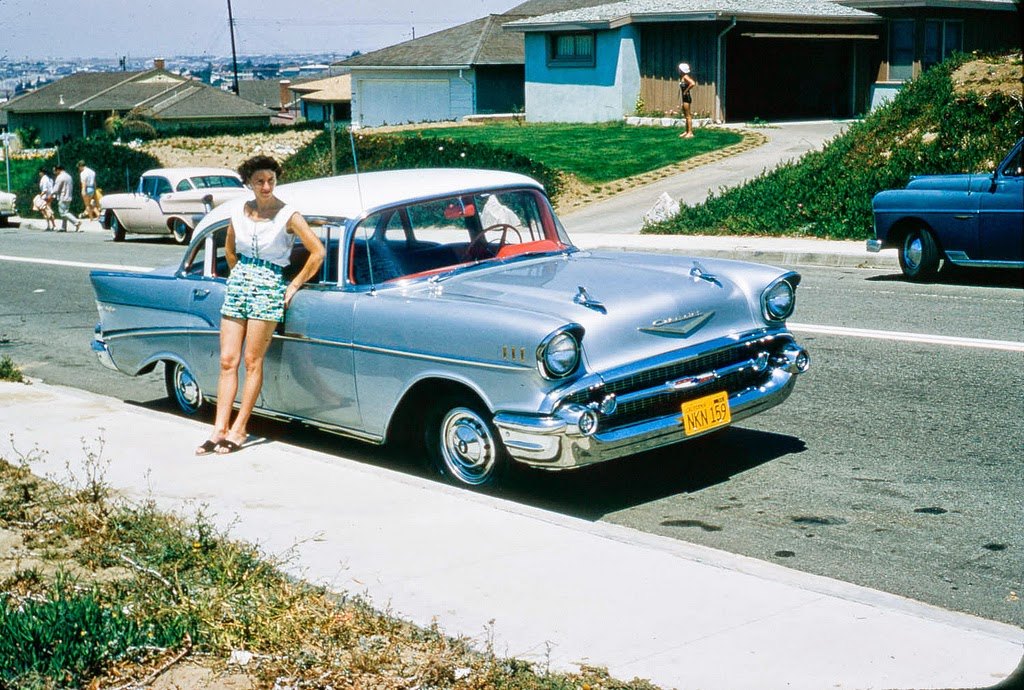 40 Beautiful Vintage Color Photographs That Capture Street