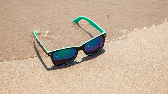 Wallpaper: Sunglasses on the Hot Beach Sands