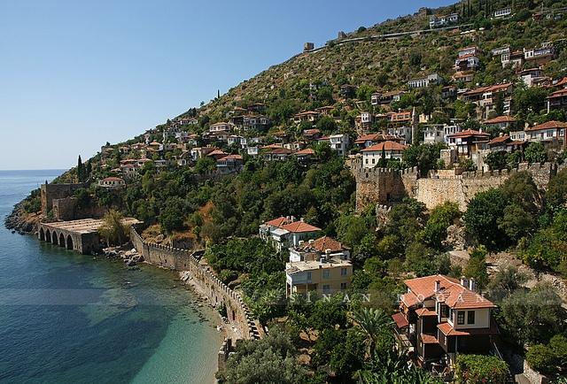 http://balkon3.com/gr/alania-eki-opou-o-ilios-chamogelai/