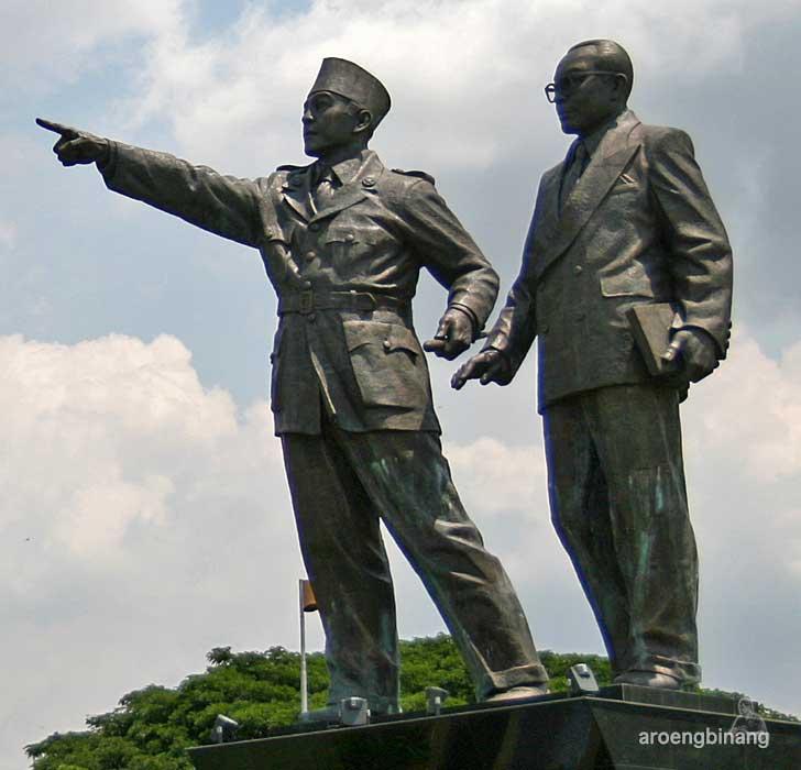 patung proklamator soekarno-hatta bandara cengkareng