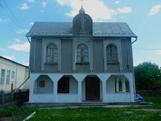 Залуква. Територія церкви св. Апостолів Петра і Павла. Хрест