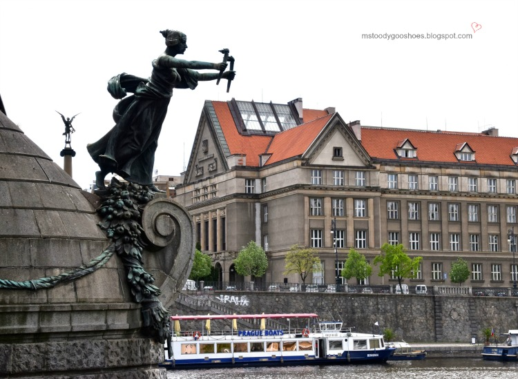 Beautiful Cechuv Bridge in Prague| Ms. Toody Goo Shoes #prague #cechuvbridge #danuberivercru