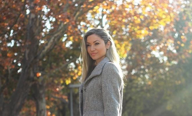 Fotografei este Look já há algum tempo e quis hoje partilhá-lo aqui no blog!! Ainda está frio... Look do dia/Outfit. Tendências. Metalizados. Casacos. DKNY. Blog de moda portugal.