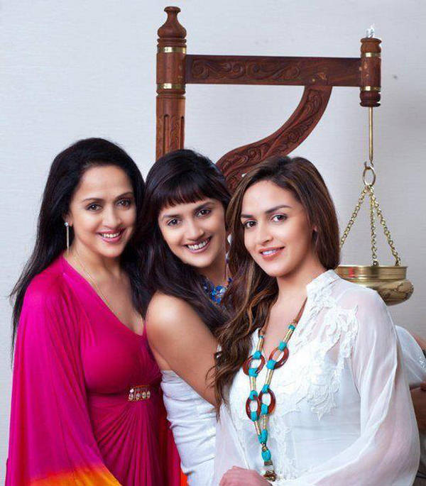 Artist Today: Esha Deol and Hema Malini Family Pictures