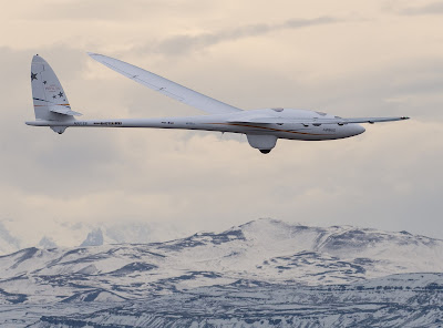 glider: sailplane smashes the record for high-altitude flight    Riding the wind higher than the range Mountains,