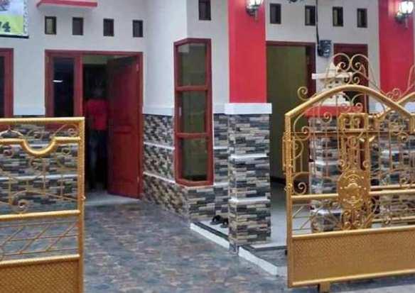 Tiang teras minimalis keramik batu alam