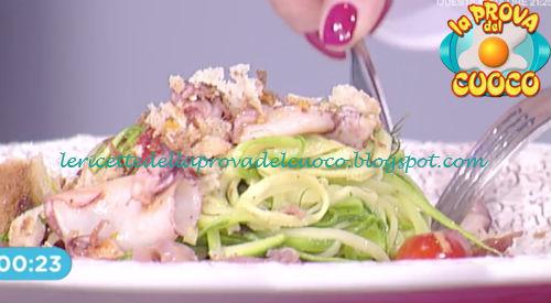 Prova del cuoco - Ingredienti e procedimento della ricetta Insalata di calamaretti su carpaccio di tonno di Roberto Valbuzzi