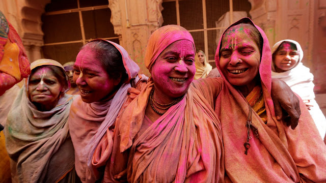 widows celebrating holi festival